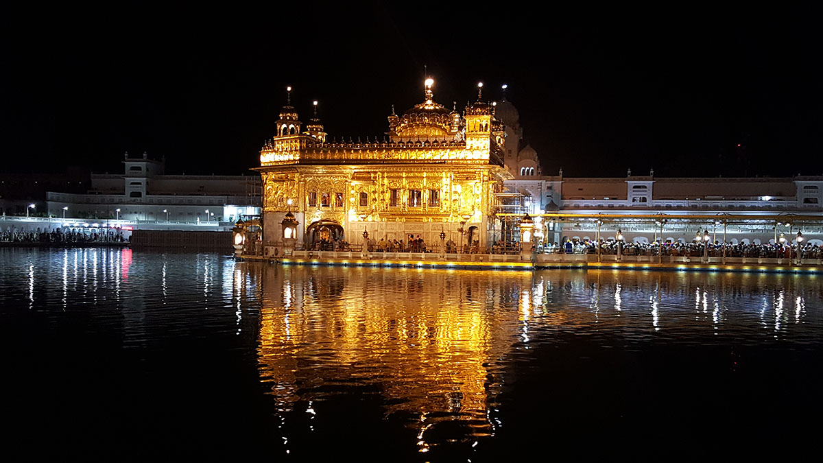 golden-temple-night