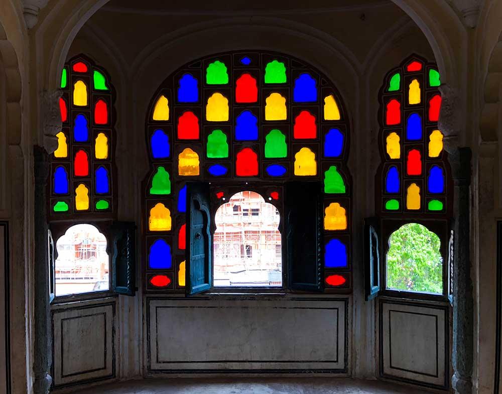 windows-of-hawa-mahal