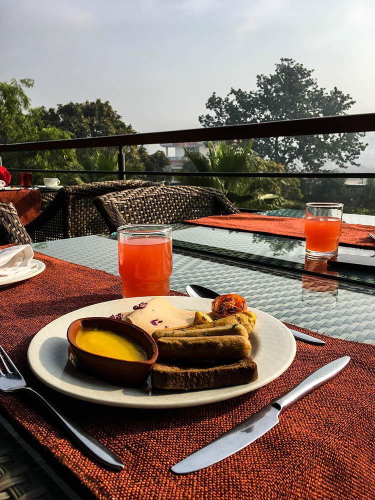 breakfast-at-taj-damdama-resort